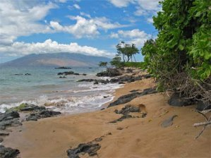 Kihei beach with West Maui Volcano in the background